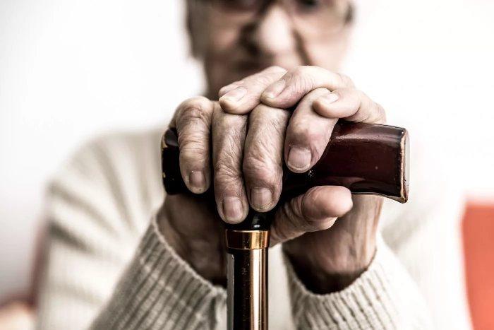 Может ли пенсионер стать банкротом